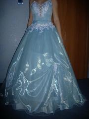 Подам свадебное платье, голубое. 44